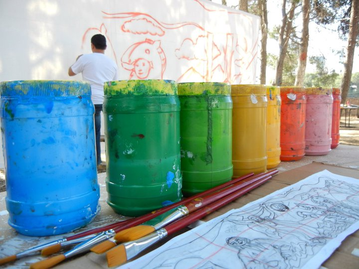 Popular theater- paint jars
